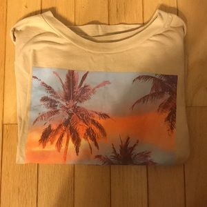 HOLLISTER TEE SIZE SMALL